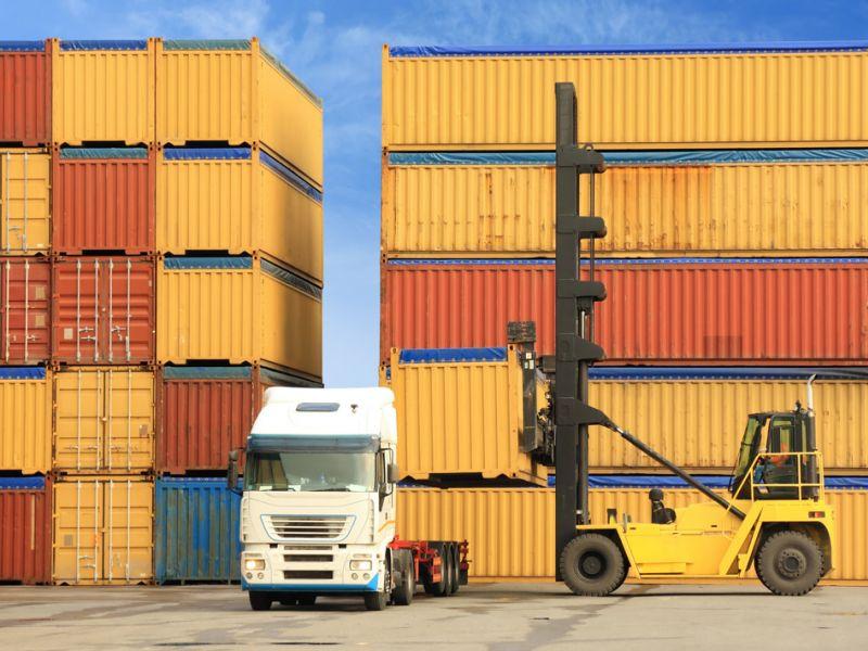 Преимущества автоперевозок в контейнерах
