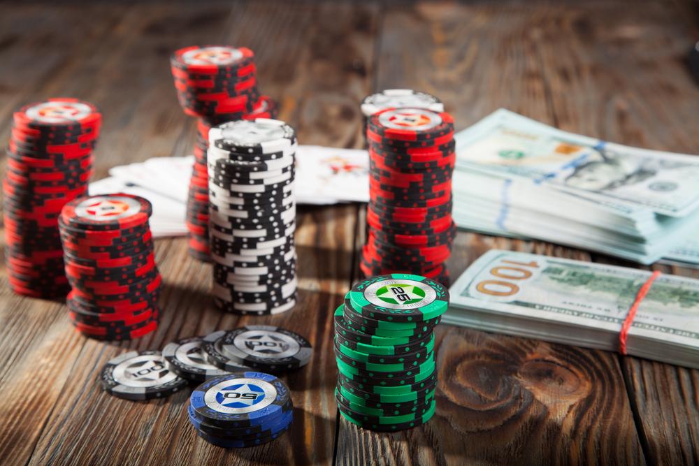 Как вносить и снимать деньги в покере